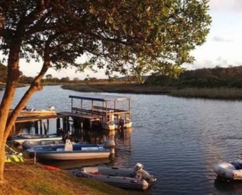 Riverside Vakansieoord Boot by die Kleinbrak rivier